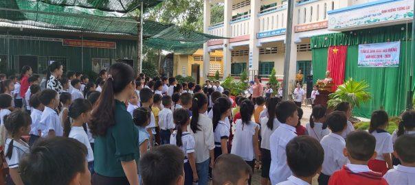 Giáo viên và học sinh trong tuần lễ học đường